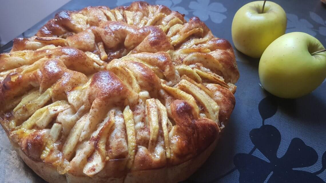 Tarte briochée aux pommes et à la cannelle